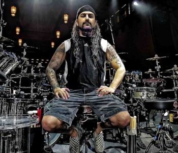 MIKE PORTNOY 'Would Surely Welcome' Opportunity To Play With DREAM THEATER Again